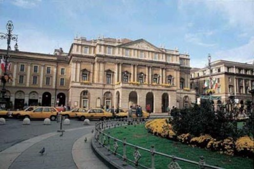 experiencias-de-viagens-milao-Piazza-della-Scala-e-teatro Scalateatro-scala