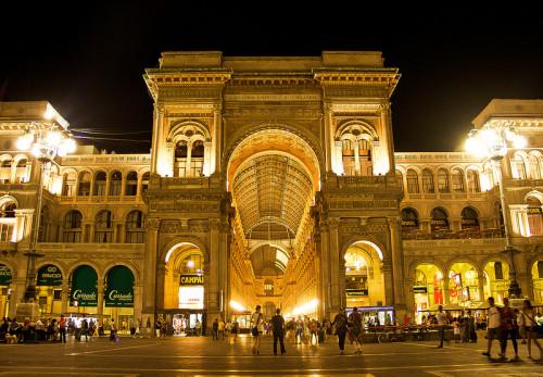 experiencias-de-viagens-milao-italia-galleria-vittoria-emanuele-night