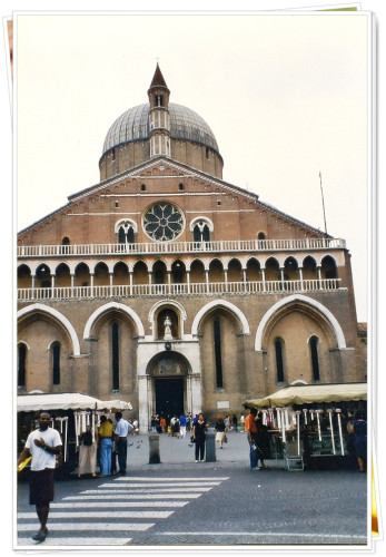 experiencias-de-viagens-padua-italia-basilica-de-santo-antonio