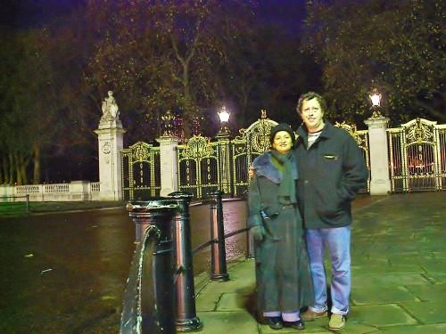 experiencias-de-viagens-london-BUCKINGHAM PALACE-night