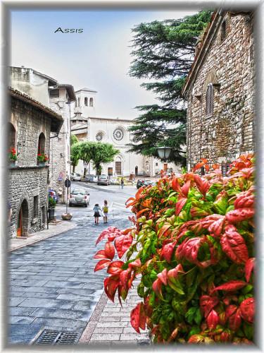 experiencias-de-viagens-assis-italia-rua-da-basilica