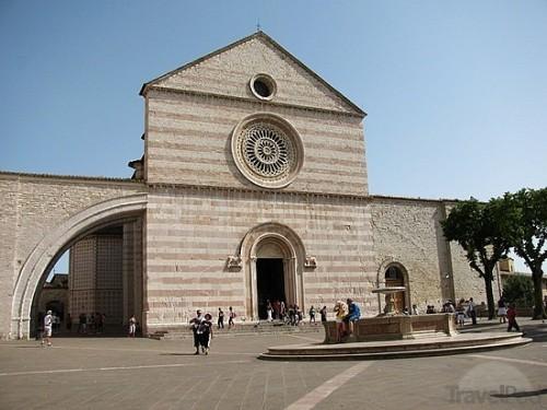 experiencias-de-viagens-assisi-basilica-of-saint-clare