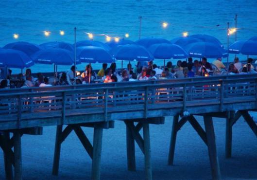 experiencias-de-viagens-carolina-beach-dinner-on-pier