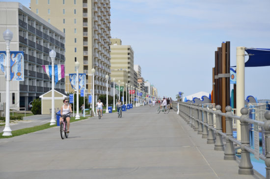 experiencias-de-viagens-virginia-beach-boardwalk-bike