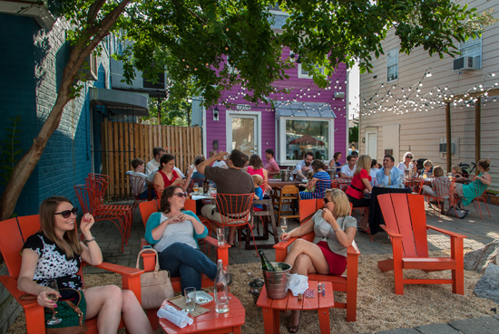 experiencias-de-viagens-alexandria-del-ray-outdoor-dining