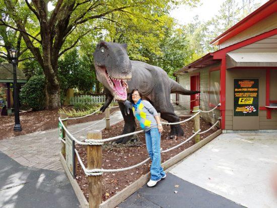 experiencias-de-viagens-kings-dominion-halloween-dinossauro