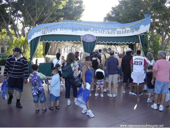 experiencias-de-viagens-california-disneyland-entrance